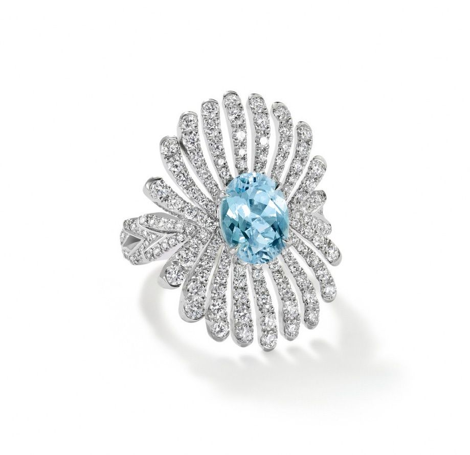 Boodles Riviera ring in platinum, set with an oval 1.83ct Paraiba tourmaline and diamonds.