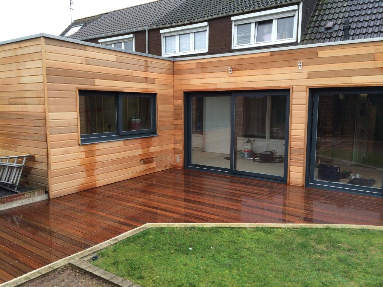 Extention bardage red cedar et terrasse sur plots maison for Extension sur terrasse