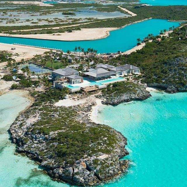 Luxury Homeguide On Instagram The Absolutely Stunning Turtle Tail Estate For Sale By Turks Caicos Sothe Island Villa Luxury Beach House Real Estate Houses