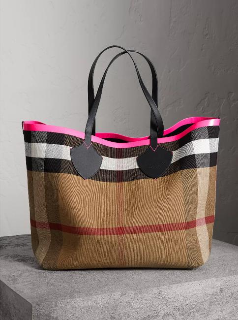 02c52a1ed2 Burberry | Fashion | Burberry Handbags, Bags, Fashion handbags