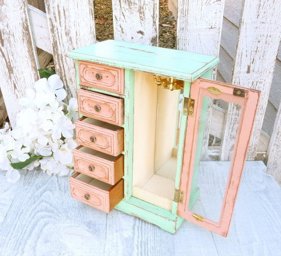 Two Tone Mint and Coral SHABBY CHIC Jewelry Box por HuckleberryVntg