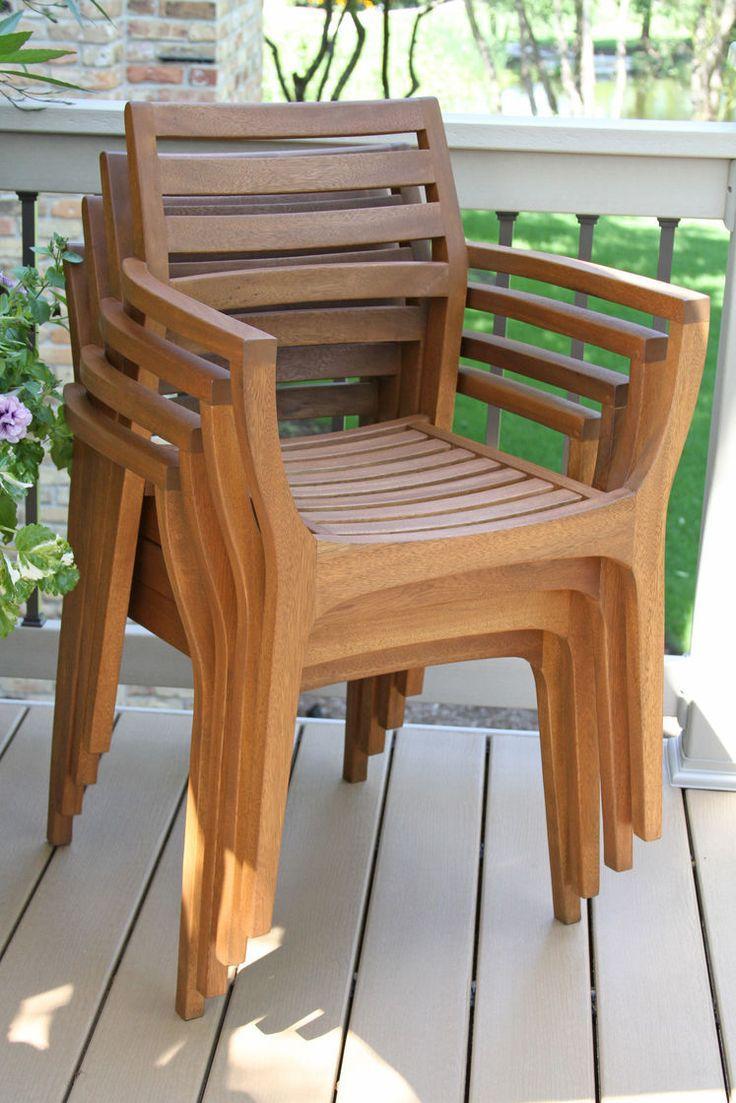 Terrassenmöbel Aus Holz Lagern Stühle Aufeinander Stapeln