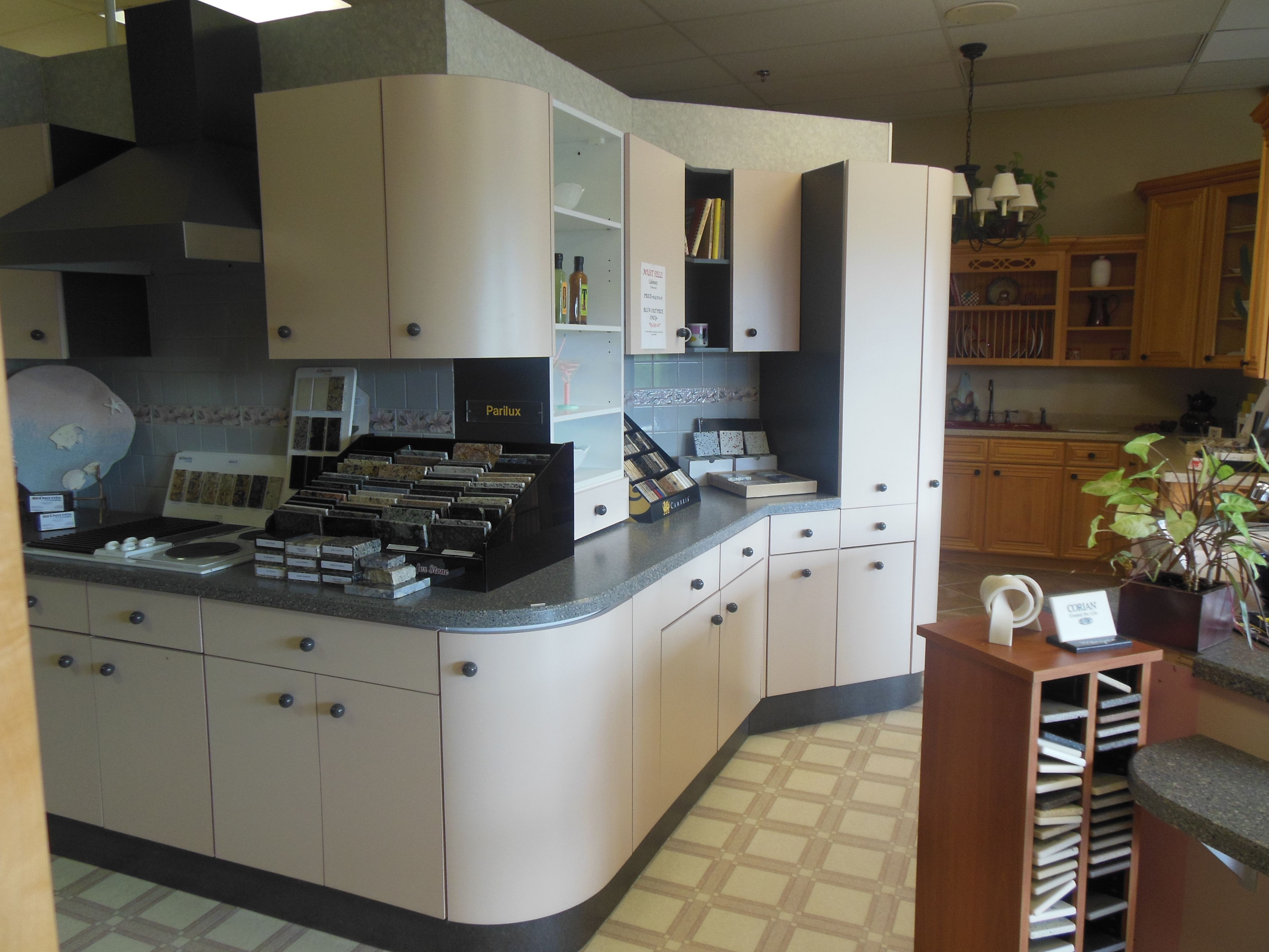 Cabinets Displays For Sale Many To Choose From Many With Upgrades And Savings To You Kitchen Remodel Cabinet Kitchen Cabinets