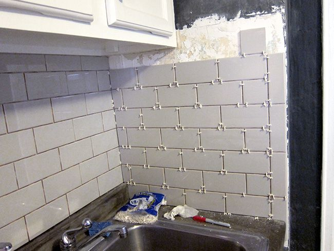 Major Diy S In The Kitchen Part 2 New Backsplash Backsplash Diy Diy Kitchen