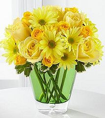 yellow is such a beautiful color for spring  http://www.dfwflowers.com/