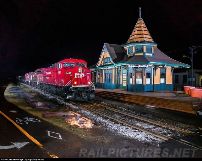 Acton Vale Quebec Grand Trunk Stationf Cn 393 Freight Off Saint