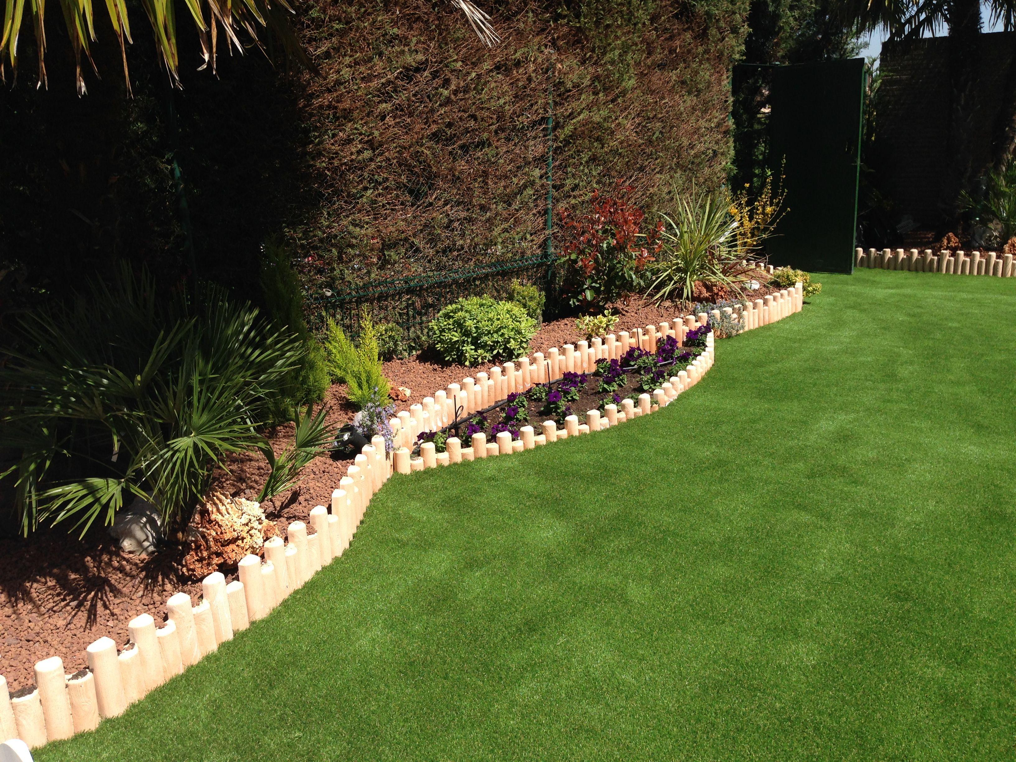 Proyecto de jardiner a con jardineras de obra pinstadas en - Cesped artificial tarkett ...