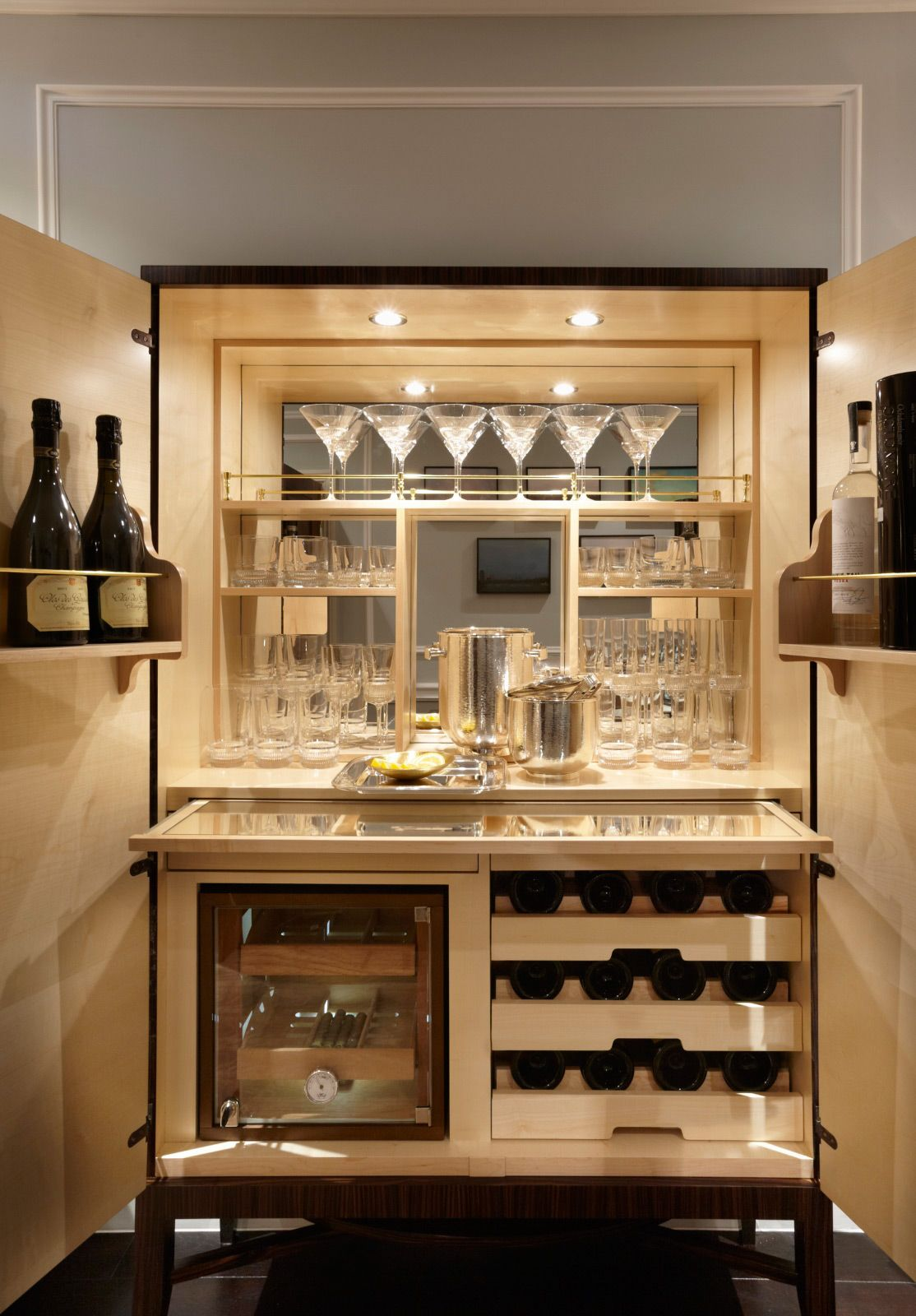 Private residence south kensington london fiona barratt interiors kitchen wear details for Kitchen with mini bar design