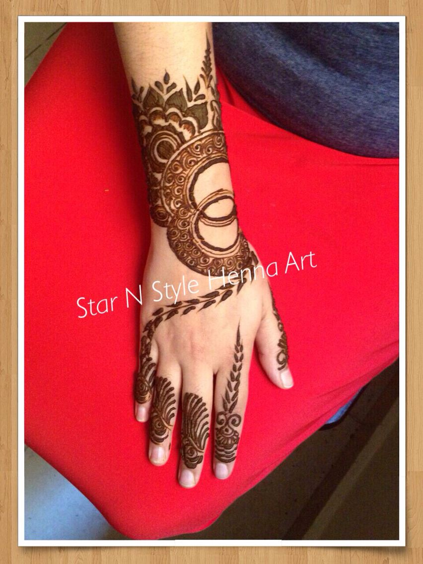 The Dubai Mall دبي مول Hand henna, Henna art, Henna hand