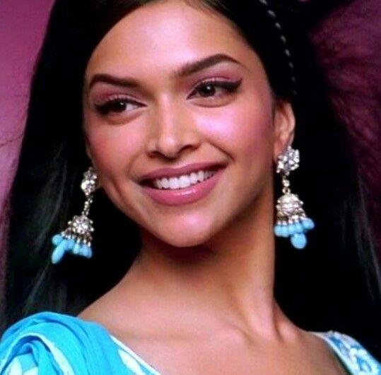 Deepika Padukone In Om Shanti Om Deepika Padukone Bollywood Makeup Deepika Padukone Movies