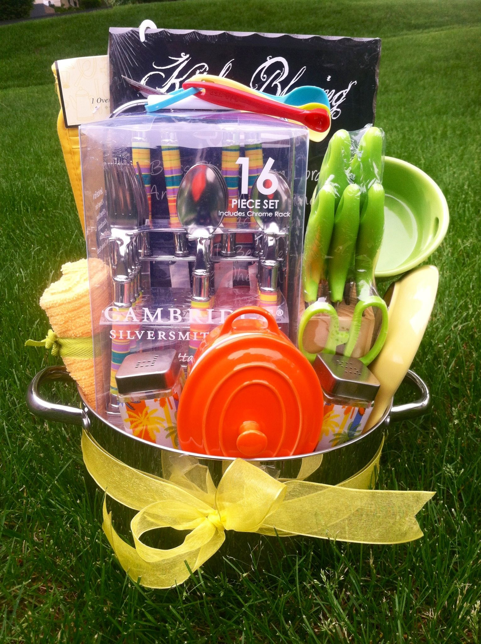 Kitchen raffle basket | Gift Ideas | Raffle gift basket ideas ... on food ideas for fundraisers, basket fundraising ideas, themed baskets for fundraisers, basket raffle flyer, gift baskets for fundraisers, best raffle baskets for fundraisers, basket raffle fundraiser themes,
