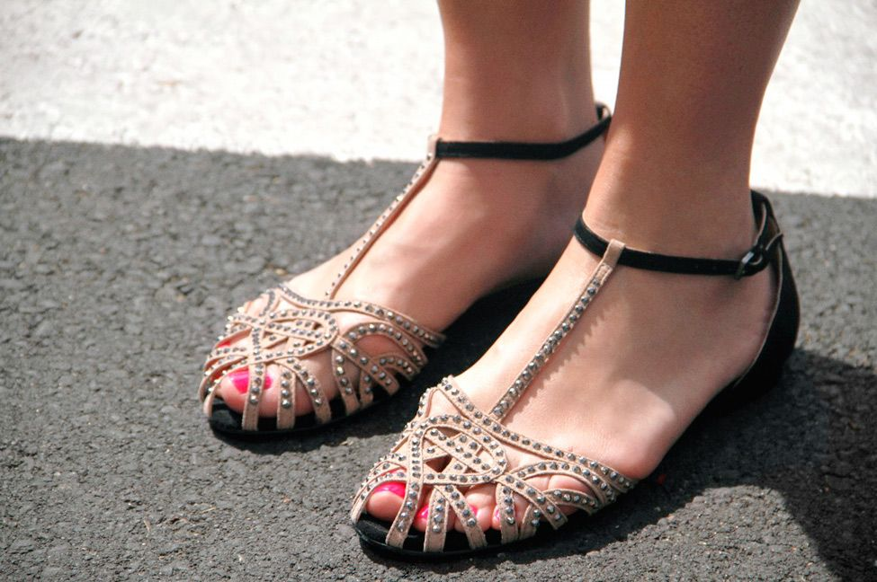 Photo by Alba Cuesta, Madrid. love lovelovelove these sandals(zara)