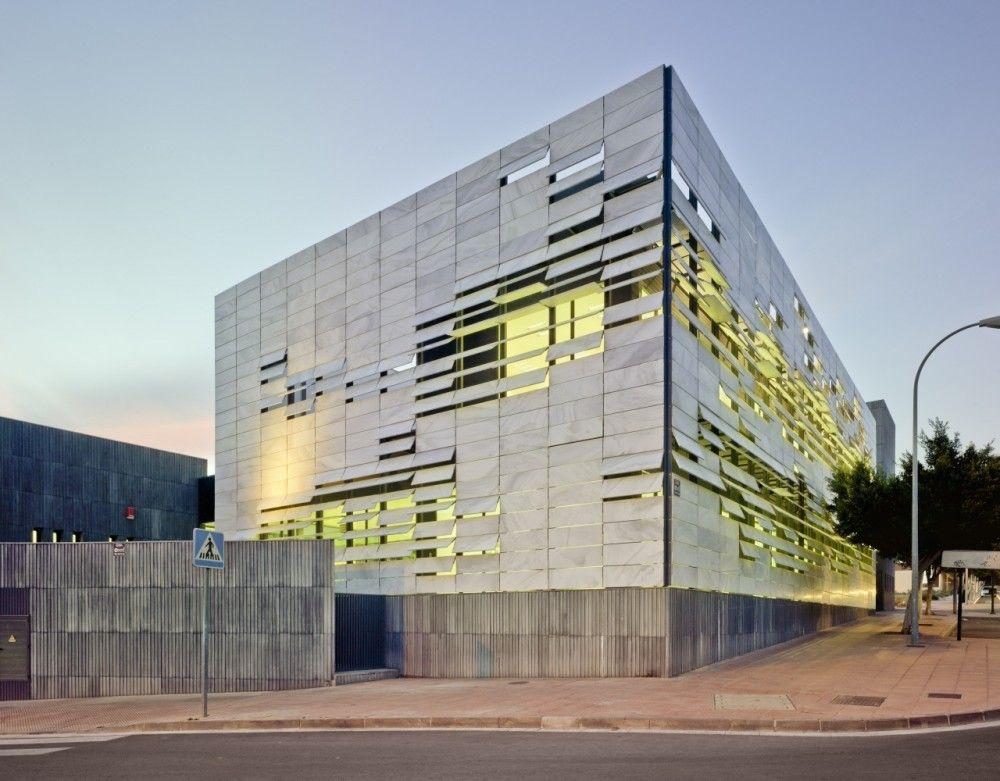 North mediterranean health center ferrer arquitectos - Fachadas edificios modernos ...
