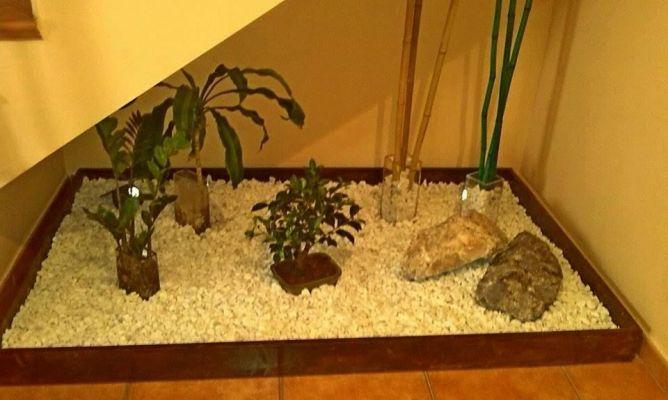 Jardin zen debajo de la escalera interior room - Jardin interior zen ...