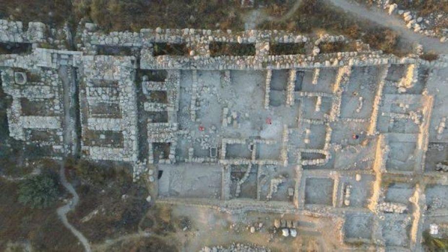 Vista aérea de los restos del palacio hallado en la antigua Gézer (Israel) Vista…