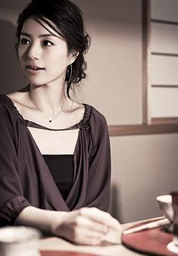 井川遥のヘアスタイル 髪型 Cmでのアップアレンジや無造作な巻き方の