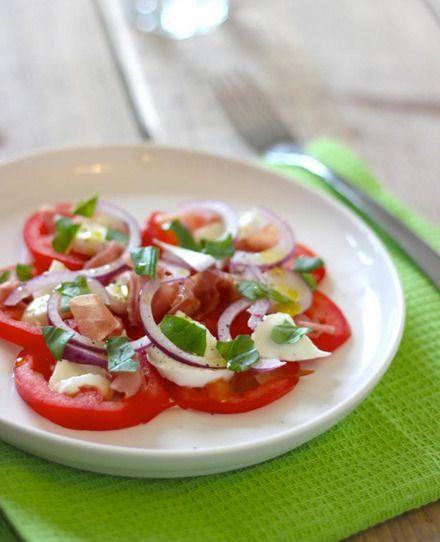 Caprese salade met parmaham en rode ui | Flairathome.nl