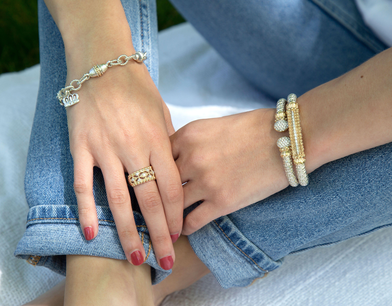 How to style VAHAN Jewelry  #VAHANstyle #braceletstack #luxuryjewelry #chainbracelet #diamondbracelet #diamondband #diamondring #fashionjewelry
