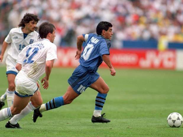 Maradona Vs Greece World Cup Usa 1994 Argentina Greece Photo