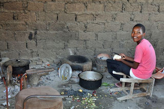 Este año, construimos más de 151 estufas de bajo consumo en Burundi.