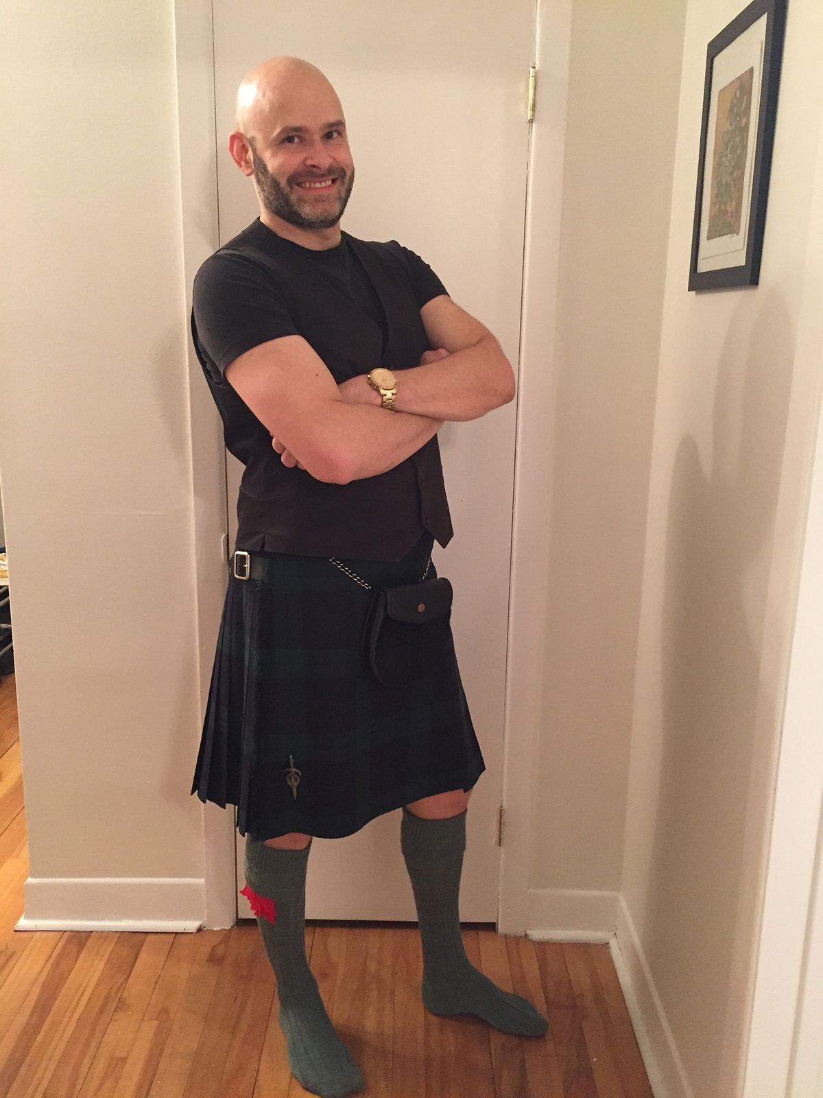 Black Watch Kilt With Casual Black T-Shirt Lovat Green -9283