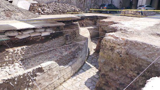 En el predio marcado con el número 16 de la calle de Guatemala, en el Centro Histórico, está el reciente hallazgo del Programa de Arqueología Urbana (PAU): el segundo templ...