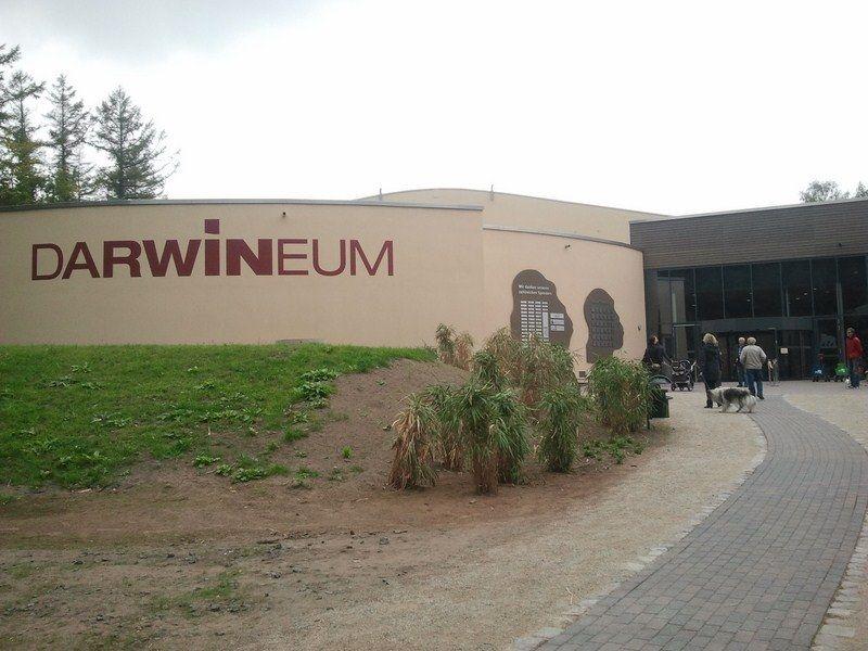 Darwineum im Rostocker Zoo (c) Frank Koebsch - Das Darwineum ist ein absolutes Highlight im Rostocker Zoo, mehr Informationen unter http://frankkoebsch.wordpress.com/2012/09/22/die-grosten-wandmalereien-in-rostock/