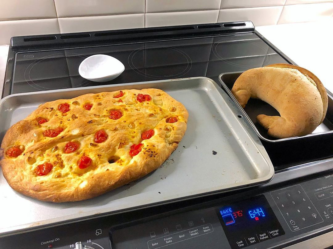 Pizza is ready! 🍕 Home cooked pizza and a movie 🎥  That's a nice night at home 😊✨ Is Thanks Giving  focaccia a thing? ...It should be 😉🇮🇹 . . . .
