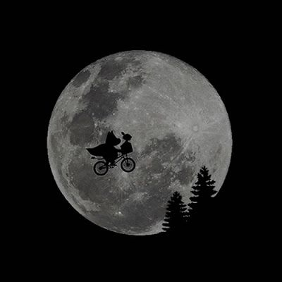 #parody #parodia #tshirt #moon #moonlight #flying #redbubble #escape #muumit