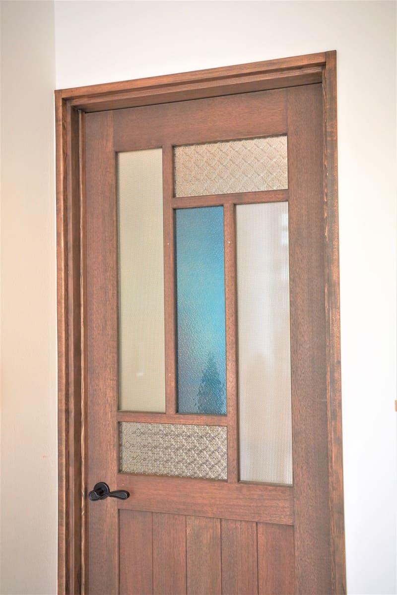 木製ドアを装飾 デザインガラス3種類を使用した事例 岡山県倉敷市 S