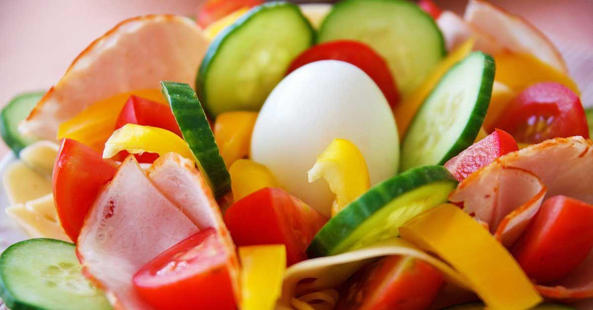 Kaloreiden vähentäminen aamiaisesta on ongelmallista useammastakin syystä…