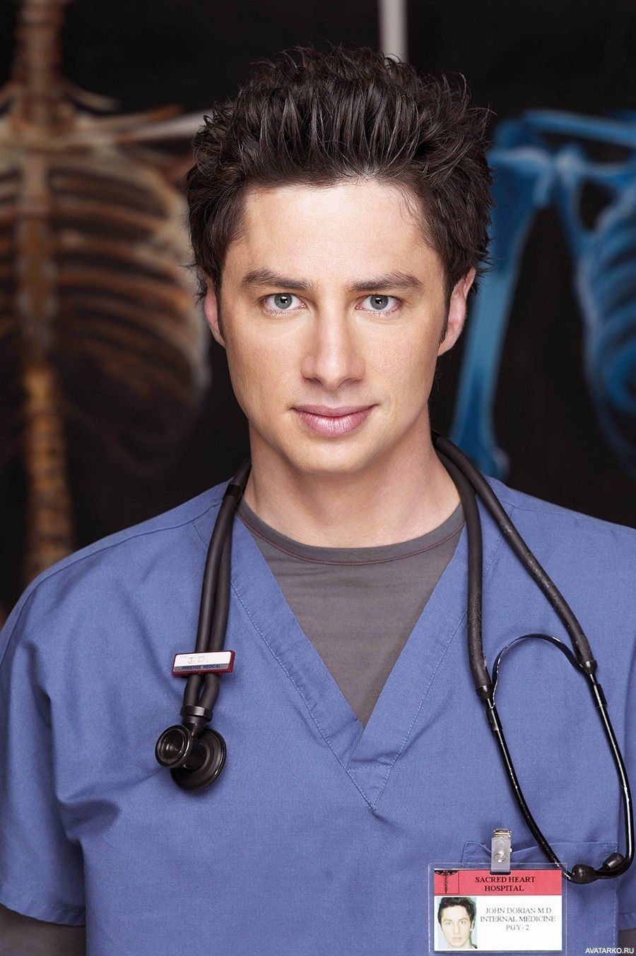 "J.D. из сериала ""Клиника"" на фоне рентгеновских снимков ..."
