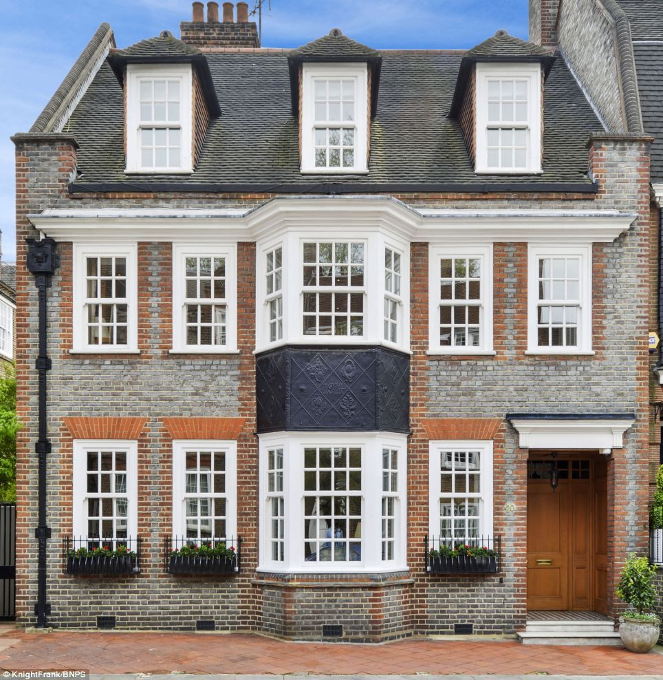 Dig For Gold House On Exclusive Chelsea Street Goes On The Market For 12million Because It Already Has Permission To Add Two Floors Underneath It Edwardian Architecture Edwardian House House