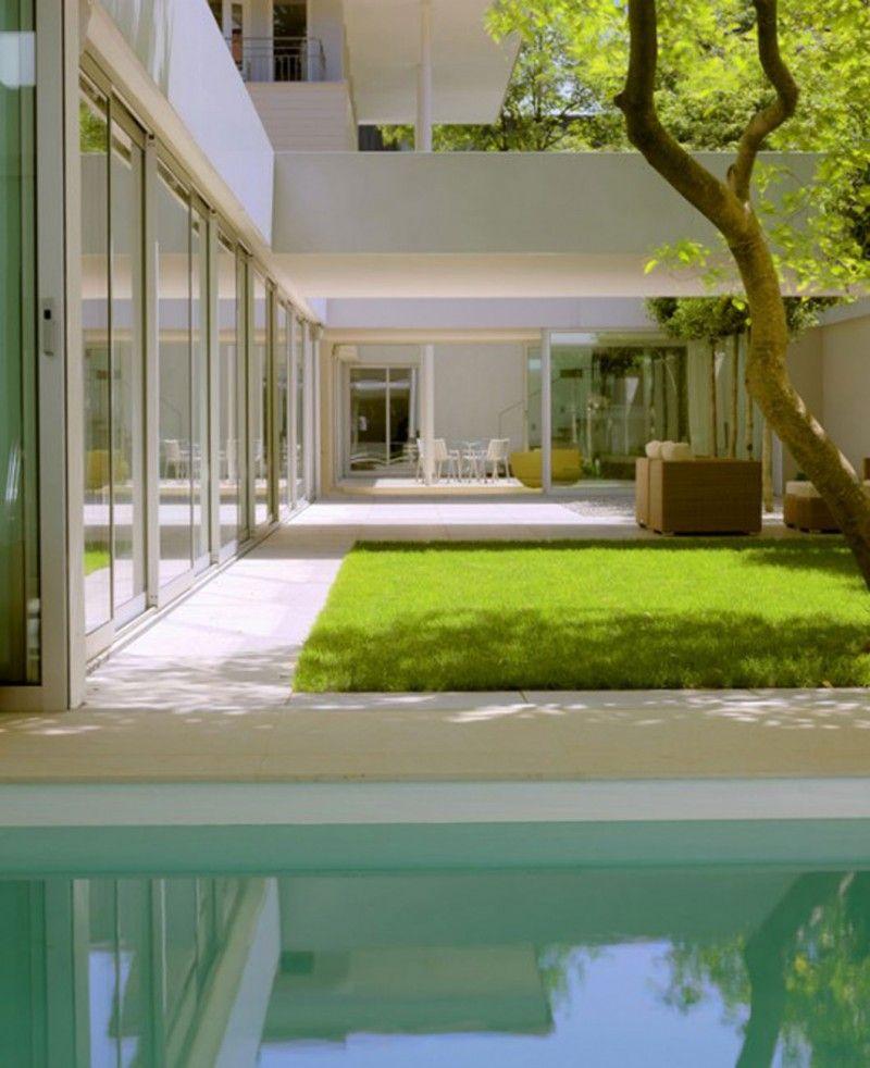 Modern Zen House Design: Indoor Courtyard, Atrium House E