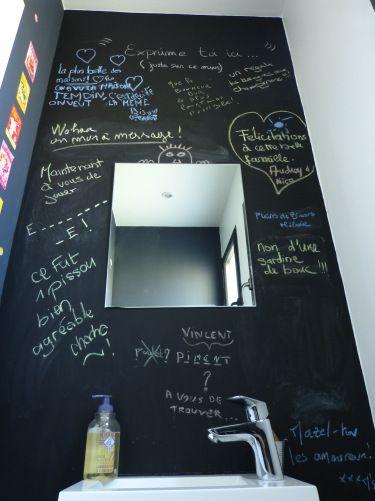d coration toilettes mur la craie id e originale mur. Black Bedroom Furniture Sets. Home Design Ideas