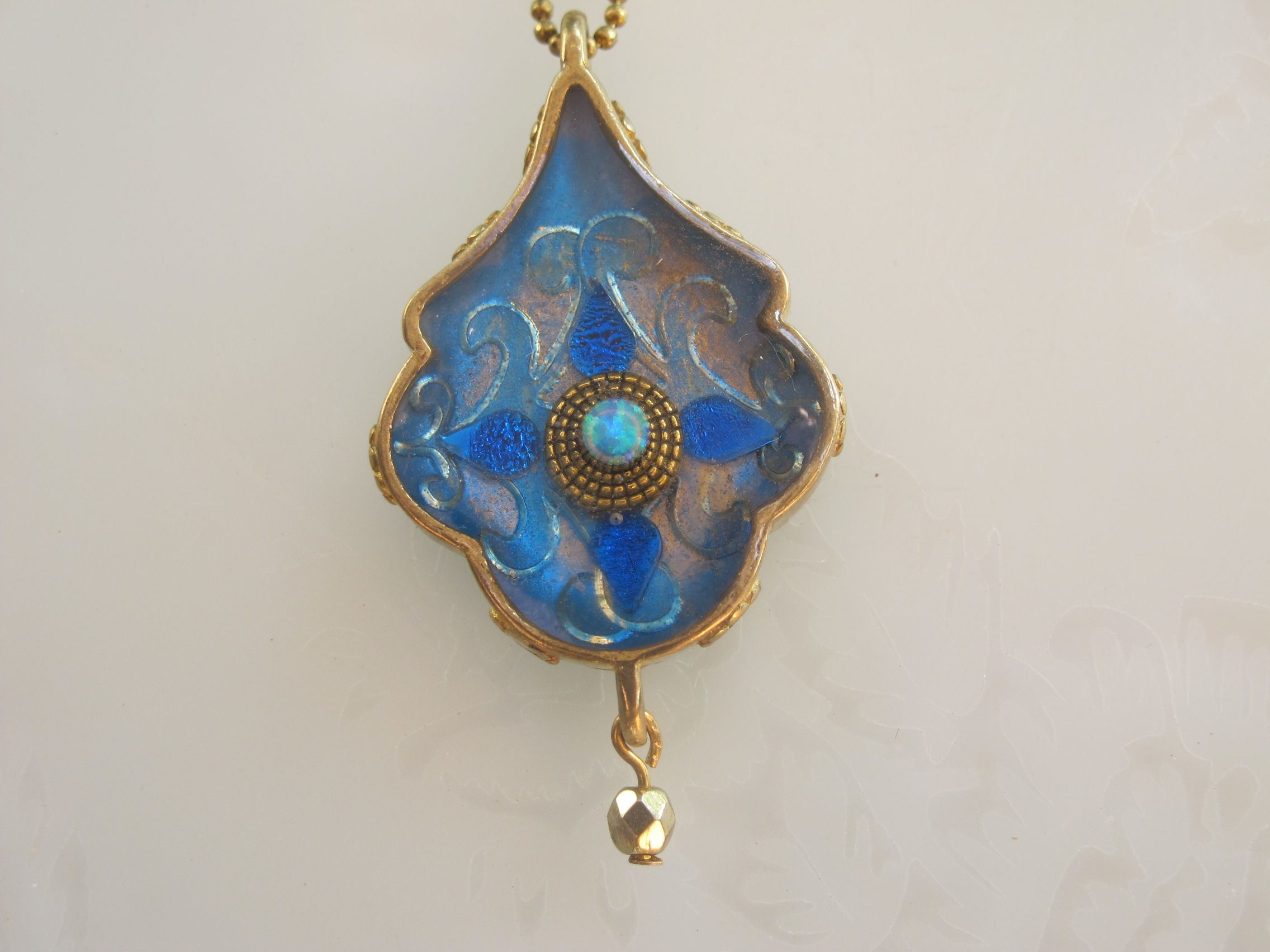 Royal blue pendant, by Sasson Orly