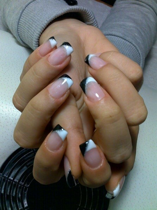 French Black Nail Art Cool Twist On The Regular White Tips French Tip Nails French Nails Toe Nails