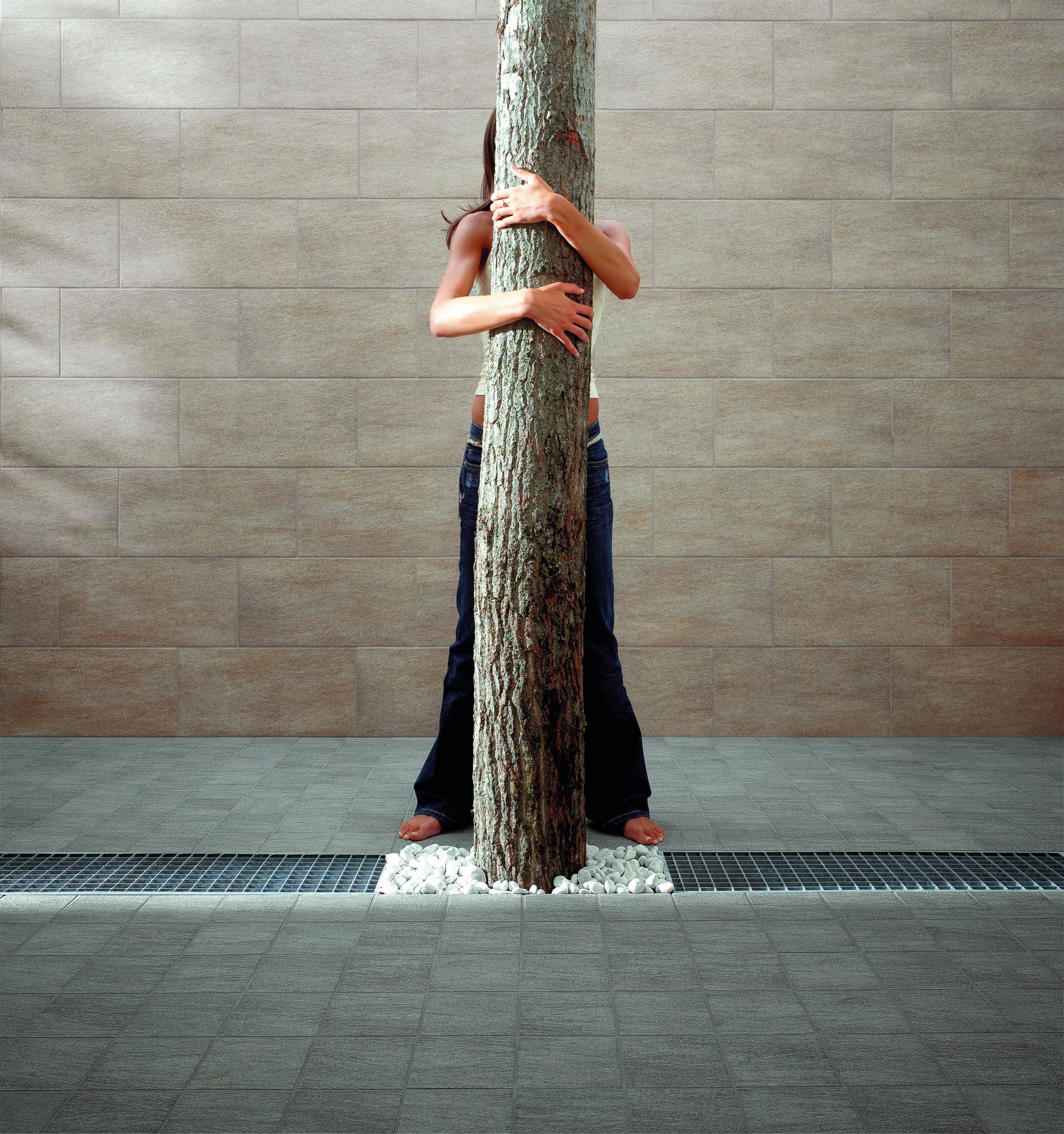 You è una collezione di piastrelle per pavimenti esterni, antiscivolo, con coefficiente di attrito R11. Resistenti all'acqua e ingelive, le piastrelle della collezione You sono ideali per pavimentare gli spazi esterni della casa in completa sicurezza.  http://www.supergres.com/your-home/pavimenti/item/85-you  #gres #EffettoPietra #Outdoor #StoneEffect #CeramicsOfItlay