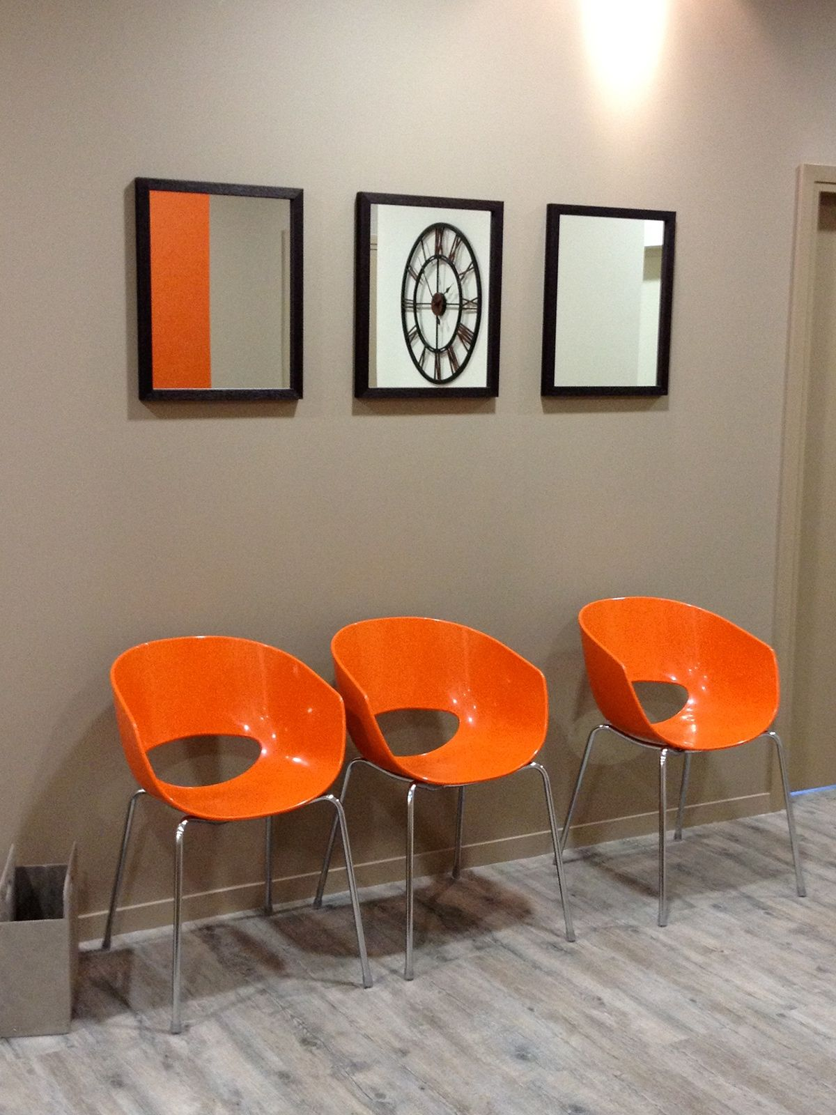 Chaises Salle D Attente Cabinet Medical aménagement d'une salle d'attente pour plusieurs médecin. le