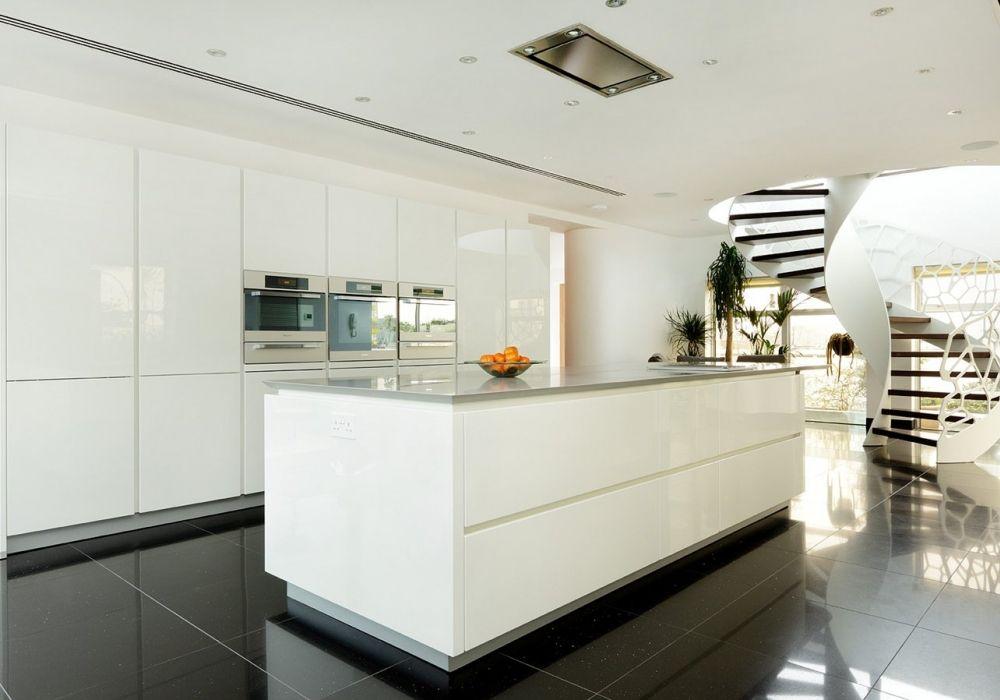 High gloss white kitchen with Shaker door, and contrasting dark - alno küchen trier