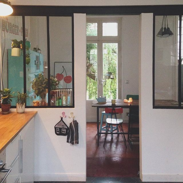 Une cuisine semi ouverte par une verrière Cuisine, Vintage kitchen - deco maison cuisine ouverte