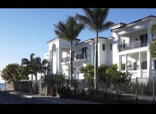 Tour It Lebron James New Mansion Florida Mansion Miami Houses