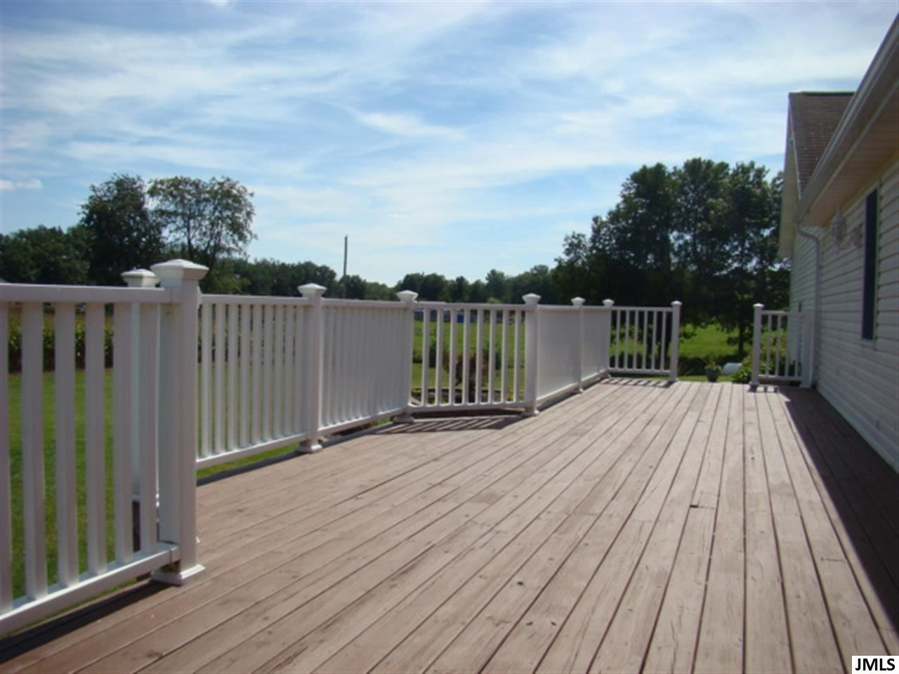 Best Wood Deck With White Railings Beautiful Large Deck Off 400 x 300