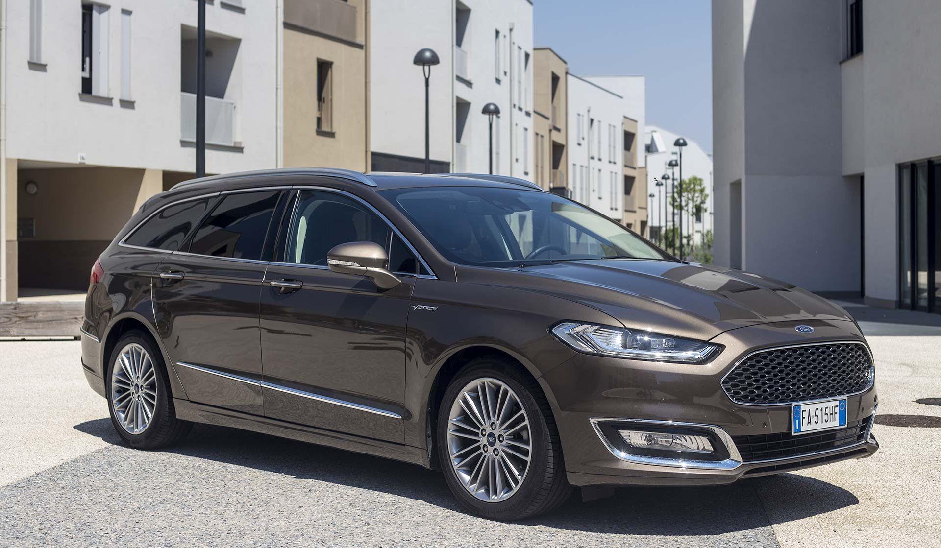 Prova Ford Mondeo Vignale, la sfida del lusso Red-Live