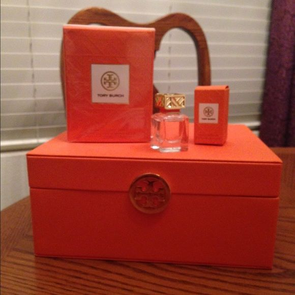 Tory Burch Gift Set NWT Valentines Bottle and Other