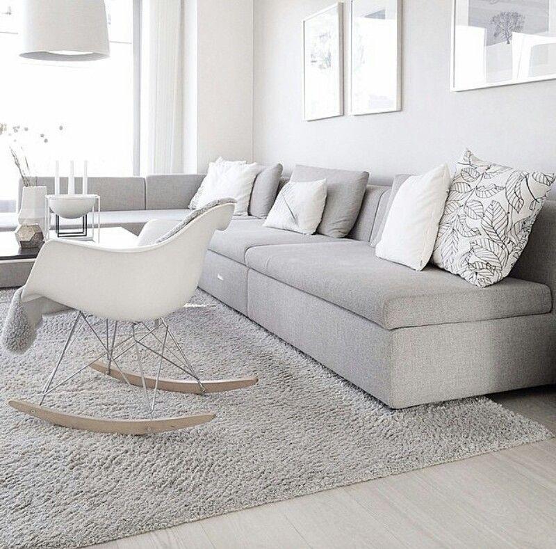 Schaukelstuhl - Eames Rocking Chair RAR in hellem Wohnzimmer mit