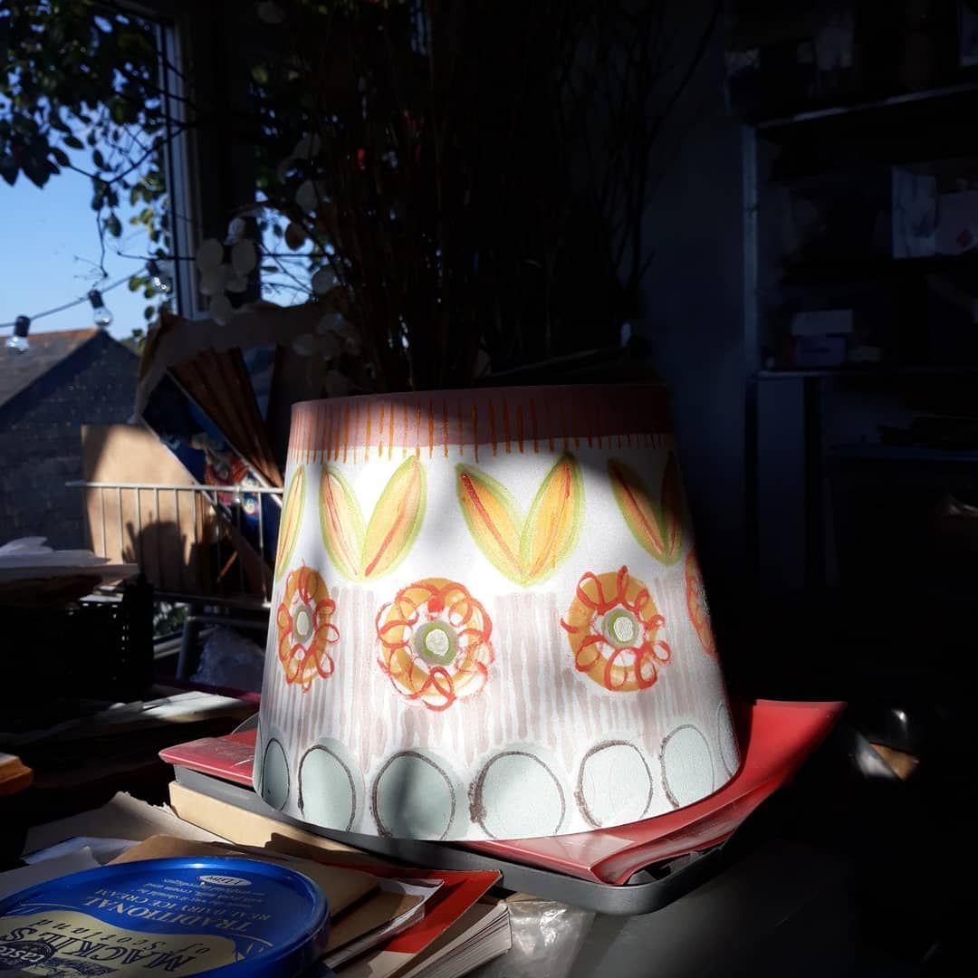Nun Das War Es Was Ich Heute Nachmittag Gemacht Habe Ich Habe Eine Billige Ikea Lampe Gemalt Barn Barnrenovation Billige Bloo In 2020 Ikea Lampen Lampe Ikea