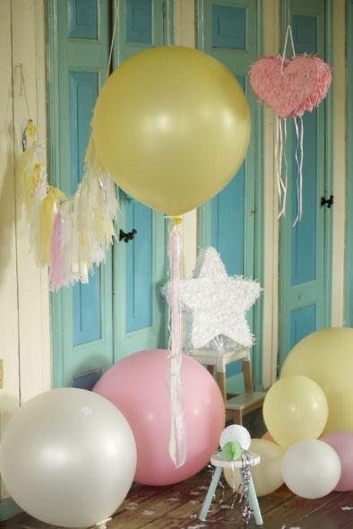 Little Lovely Company: XXL Shiny Pearl balloons & Pinata's!