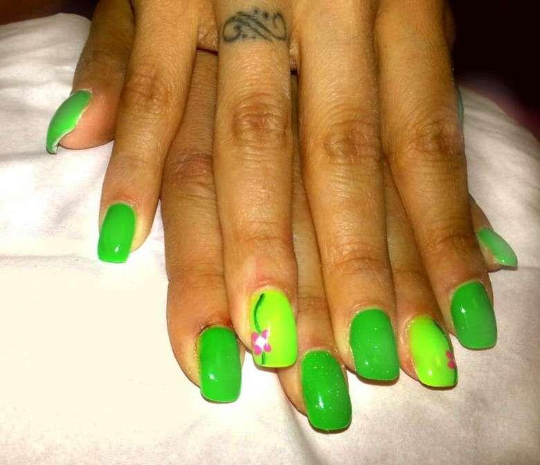 Unghie gel estive verde fluo. Visita. giugno 2019