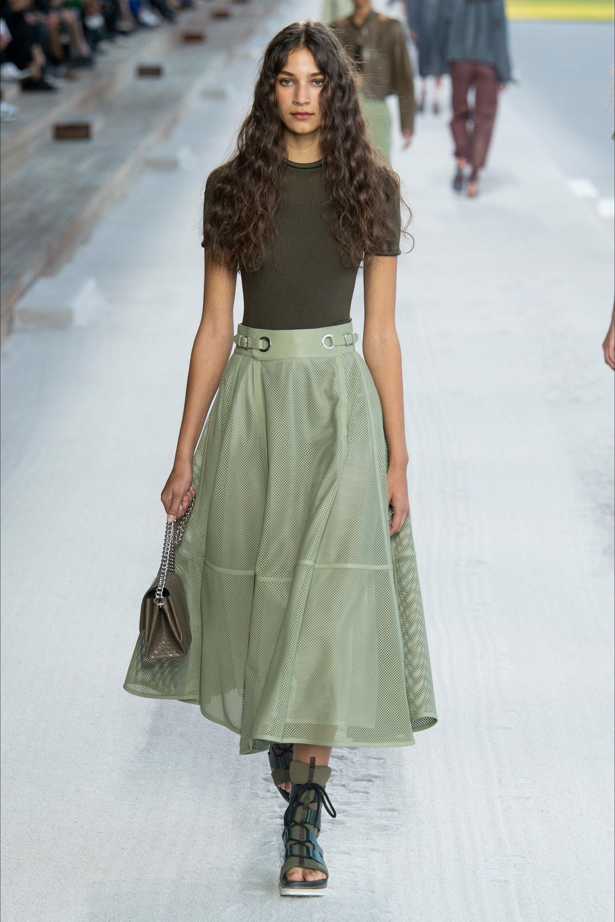 af3376fe649d Sfilata Hermès Parigi - Collezioni Primavera Estate 2019 - Vogue ...